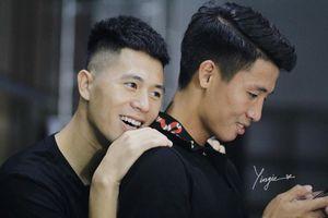 U23 Việt Nam: Bật cười trước hình ảnh trung vệ Trần Đình Trọng bẽn lẽn sau lưng