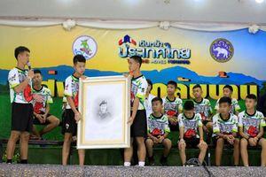 Xúc động lời tri ân của đội bóng Thái Lan trong buổi họp báo
