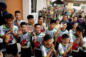Các cậu bé Thái Lan lần đầu được thức dậy ở nhà