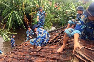 Hải đội 102/BTL Vùng CSB 1 giúp dân khắc phục hậu quả cơn bão số 3