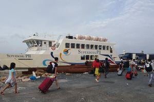 Hàng nghìn khách đã vào đất liền sau 3 ngày 'mắc kẹt' ở Phú Quốc