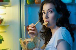 Cảnh báo ăn khuya có thể làm tăng nguy cơ ung thư vú
