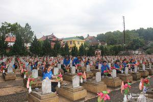 Chuẩn bị cho đại lễ cầu siêu tại Nghĩa trang liệt sỹ Việt - Lào