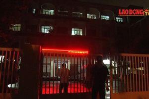 Điểm thi bất thường ở Lạng Sơn: Gần 12 tiếng làm việc, trụ sở Sở GDĐT vẫn sáng đèn