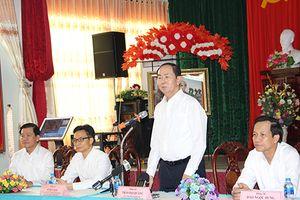 Chủ tịch nước thăm, tặng quà thương bệnh binh tại Trung tâm Long Đất