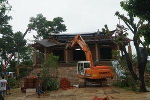 Hàng trăm người phá dỡ cung điện thờ thiên xây trái phép tại Hà Nội
