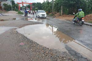 Đường tỉnh lộ 422 qua xã Tân Lập xuống cấp, mất an toàn giao thông