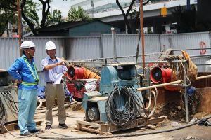 TP.HCM: Nhà thầu khắc phục vụ sụp lún tại chân cầu Chà Và làm ùn tắc giao thông