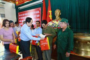 Trao nhà Đại đoàn kết, tặng quà gia đình chính sách tại Thanh Hóa