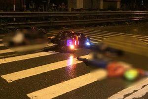 Hai xe máy đấu đầu kinh hoàng, 4 người bất tỉnh