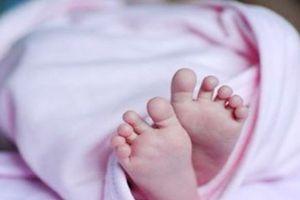 Hi hữu: Kim tiêm 2cm nằm trong đùi trẻ sơ sinh gần 1 tháng