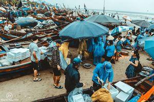 Chùm ảnh ấn tượng về buổi sáng ở chợ cá ven biển khiến ai cũng muốn ghé thăm