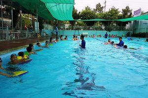Bình Dương: Dạy bơi để trẻ biết cách tự cứu mình