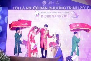 Nam vương Huy Hoàng tình tứ cùng hoa khôi Bảo Ngọc tại 'Micro vàng 2018'
