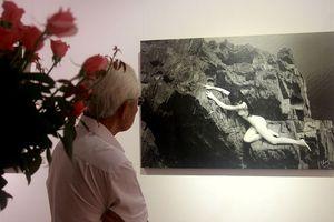 Khai mạc triển lãm ảnh nude, tháo mác 18+