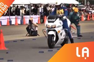Cảnh sát Nhật thể hiện kỹ thuật điều khiển môtô khó tin