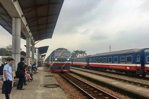 Nhiều chuyến tàu tuyến Hà Nội - Lào Cai bị dừng do mưa lũ