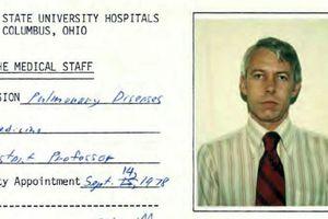 Bác sỹ Mỹ đã chết bị hơn 100 sinh viên tố lạm dụng tình dục gây chấn động