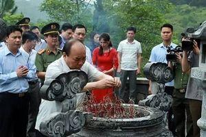 Thủ tướng Chính phủ dâng hương tại khu mộ Tổng Bí thư Trần Phú