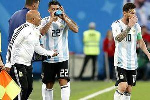 Messi đã 'lật ghế' HLV Argentina như thế nào?
