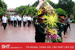 Thủ tướng Chính phủ dâng hương tại Khu lưu niệm cố Tổng Bí thư Trần Phú