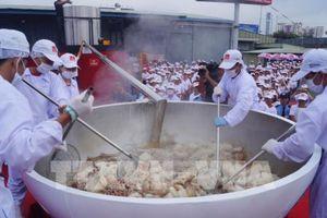 VIFON xác lập kỷ lục Guinness 'Tô phở bò ăn liền lớn nhất thế giới'