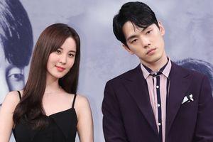 Lý do Kim Jung Hyun vô cảm từ chối khoác tay Seohyun, cư dân mạng nghi ngờ mâu thuẫn nội bộ