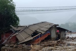 10 người chết, 11 người mất tích do mưa lũ