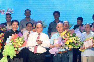 Thủ tướng Nguyễn Xuân Phúc dự Chương trình 'Những đóa hoa bất tử'