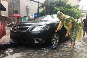 Hà Đông (Hà Nội): Ô tô 'rủ nhau' chết máy do ngập úng