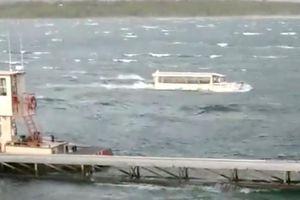 Người sống sót vụ lật thuyền ở Mỹ: 'Chúa ơi, cứ để tôi chết đi'