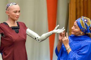 Robot Sophia: Tôi muốn có gia đình và đặt tên con giống tên mình