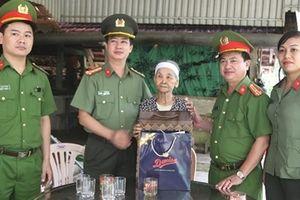 Công an tỉnh Hà Tĩnh thăm hỏi các gia đình chính sách