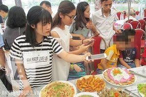 Đám cưới 'lạ' ở Hà Nội: Bữa cỗ thuần chay do chính những người ăn chay trường đứng bếp