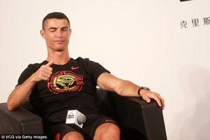 Tức giận bỏ buổi phỏng vấn về giữa chừng, Ronaldo bị MC Trung Quốc tố chảnh chọe