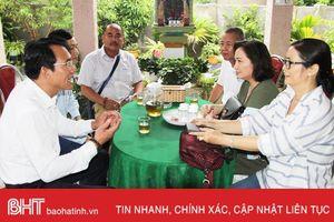 Đoàn khách xuyên Việt trải nghiệm du lịch homestay ở Hà Tĩnh