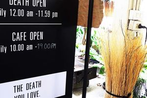 Tiệm Băng Hà ở Bangkok: Thưởng thức càphê và trải nghiệm trong quan tài