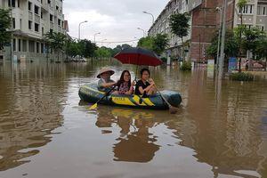 Dân Thiên Đường Bảo Sơn chèo thuyền vào nhà