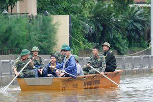 Quảng Ninh điều xe cứu hỏa giải cứu quốc lộ 18 ngập nước