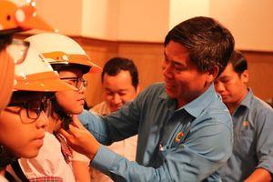 Trao 140 suất học bổng Nguyễn Đức Cảnh cho HS, SV nghèo