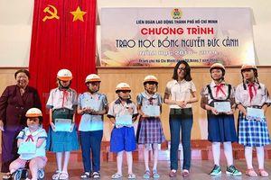 Trao học bổng Nguyễn Đức Cảnh cho con em người lao động có hoàn cảnh khó khăn