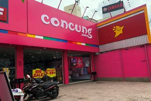 Kiểm tra hàng loạt cửa hàng 'Con Cưng' khắp TP HCM
