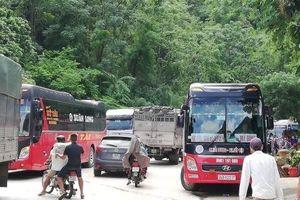 Clip: Phương tiện đã có thể đi qua đoạn ngập lụt ở Mai Châu