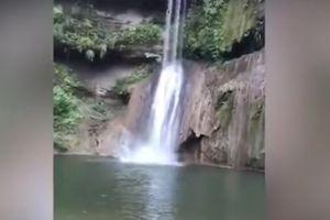 Cú ngã chết người của du khách từ trên thác nước lọt vào video ca nhạc