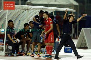 HLV Miura thông cảm với hành vi chơi xấu, bỏ bóng đá người của học trò