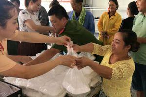 Bếp ăn tình quân dân - những bữa cơm ấm lòng bệnh nhân nghèo