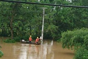 Hà Nội cắt điện gần 1.000 hộ dân để đảm bảo an toàn do nước ngập