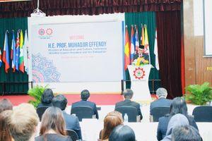 Chủ tịch SEAMEO thăm và làm việc tại SEAMEO RETRAC