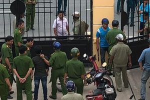 Thua kiện, 'Chí Phèo' Bình Chánh đánh nhiều người tại tòa: Đủ cơ sở xử lý hình sự