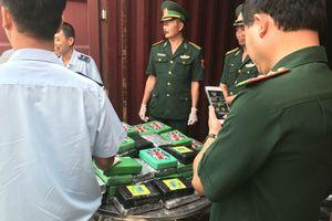Phát hiện 100 bánh cocain trong thùng container trên tàu Mark Shenzhen